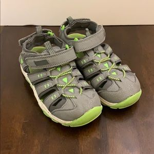 Boys Closed Toe Play Sandals size 11